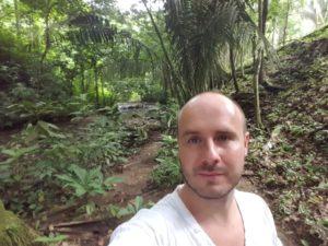 Wandern im Tropenwald