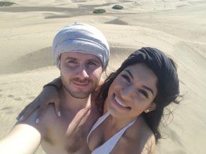 Sara und Alex in den Dünen von Meloneras