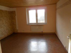 Renovierungsbedürftiges Wohnzimmer ETW10